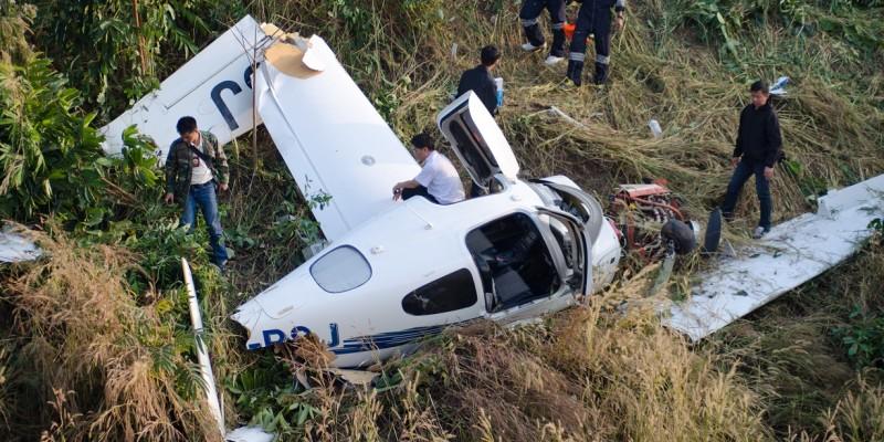 "small General Aviation Aircraft ""cirrus Sr20"" Crash In  Mountain"